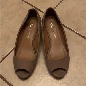 Shoes - Comfy taupe colored low wedge